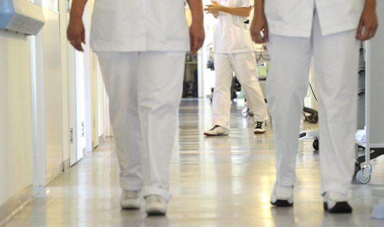 Minstens eenderde van alle kosten voor de uitvoering van klinisch onderzoek gaat op aan voorgeschreven procedures. Beeld null