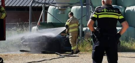 Auto verwoest door brand in schuur in Groessen