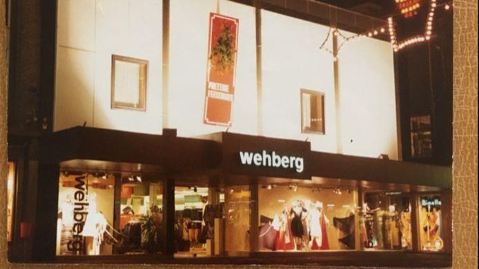 De damesmodewinkel van Titus Wehberg op de hoek van 't Gengske rond 1978.