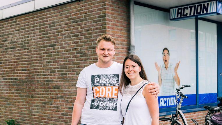 Klaas Joore en Samantha Uiterwijk hebben spullen gekocht bij de Action. Beeld Marcel Wogram