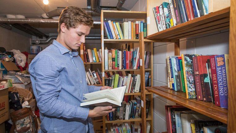 'Soms word ik helemaal meegesleurd door een boek. Dan rust ik niet voordat ik bij de laatste bladzijde ben' Beeld Dingena Mol