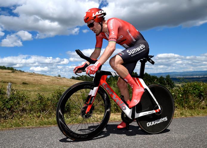 Tom Dumoulin heeft het zwaar in de Dauphiné-tijdrit.
