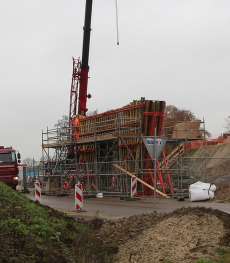 Nieuwe fase in aanleg N18: opruimen hulpbruggen,  bouw nieuwe viaducten