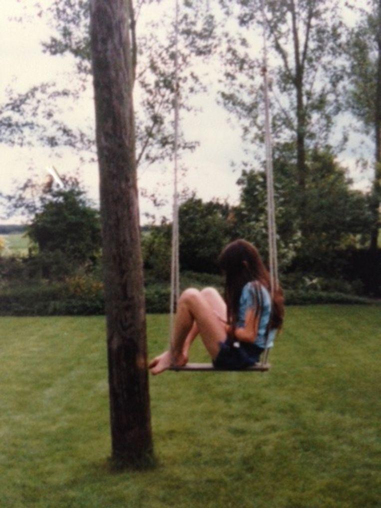 Elanor als meisje in de tuin Beeld