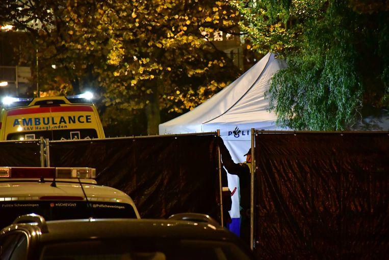 Forensisch onderzoek in de Jan van Riebeekstraat in Den Haag waar op 8 november 2017 de Iraanse Nederlander Ahmad Mola Nissi werd neergeschoten.  Beeld ANP
