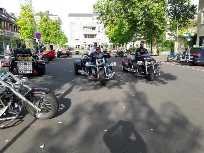 Een plein vol trikes in Groesbeek.