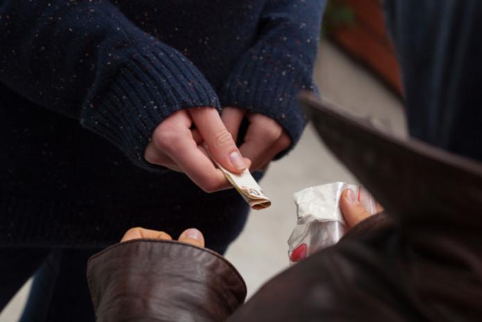 Een bewoner woont al 48 jaar in de Generalenbuurt en noemt de drugsoverlast 'verschrikkelijk'.