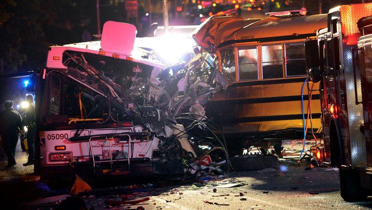 De schoolbus reed in op een stadsbus. Beeld AP