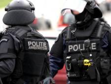 Arrestatieteam valt Udense woning binnen, vader en dochter aangehouden voor poging aanrijden en mishandelen