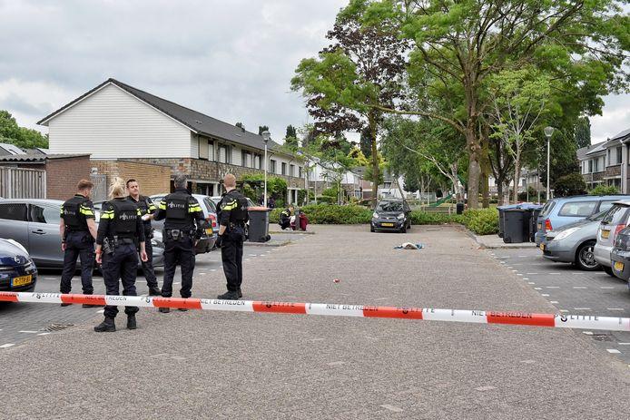 De politie doet onderzoek naar de schietpartij in de Dolomietenweide.