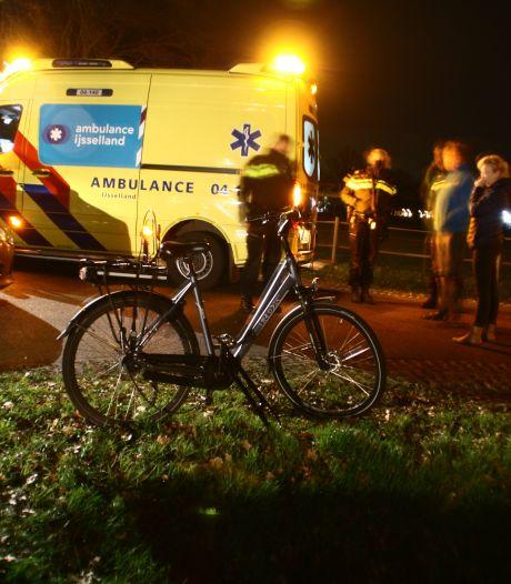Fietser gewond na aanrijding met auto in Dalfsen