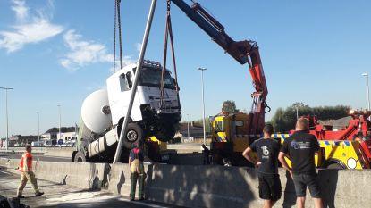 File op E40 richting kust door ongevallen met vrachtwagens in Aalter