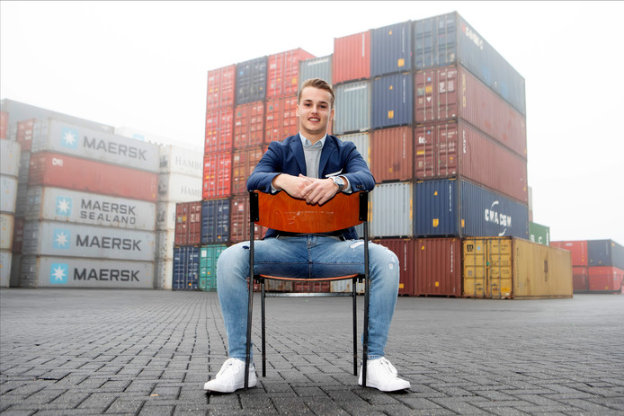 De jonge ondernemer Arjan van de Watering uit Lepelstraat is creatief met containers. Met zijn bedrijf Guwa Container Homes bouwt hij ze onder meer om tot woningen, als oplossing voor de schaarste op de huizenmarkt.