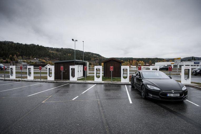 Een oplaadstation voor de Tesla S in Bergen, Noorwegen. Beeld null