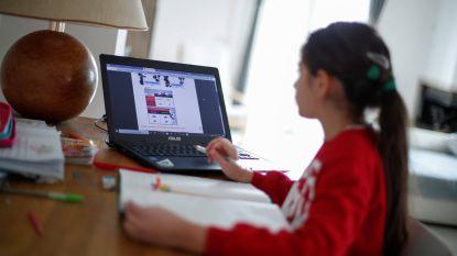 """120 nieuwe laptops versterken basisonderwijs in Kortrijk: """"We laten kwetsbare leerlingen niet in de steek thuis"""""""