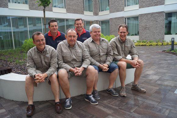 De oud-leiders van de chirojongens van Zwevezele: Wim Velghe, Hein Tack, Lieven Huys, Filip Devos, Philip Gryspeert en Rudy Kerwyn. Jan Sap, Frederik Deruyter en Steve Van Bruwaene waren verontschuldigd.