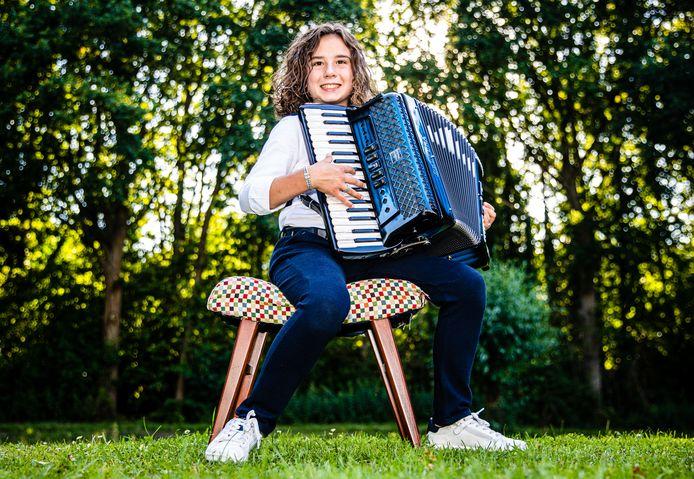 """Accordeonist Jamiro (12) is bekend in binnen- en buitenland: Het is mijn droom om over een paar jaar de wereld rond te reizen met mijn accordeon en net zo bekend te worden als André Rieu"""""""