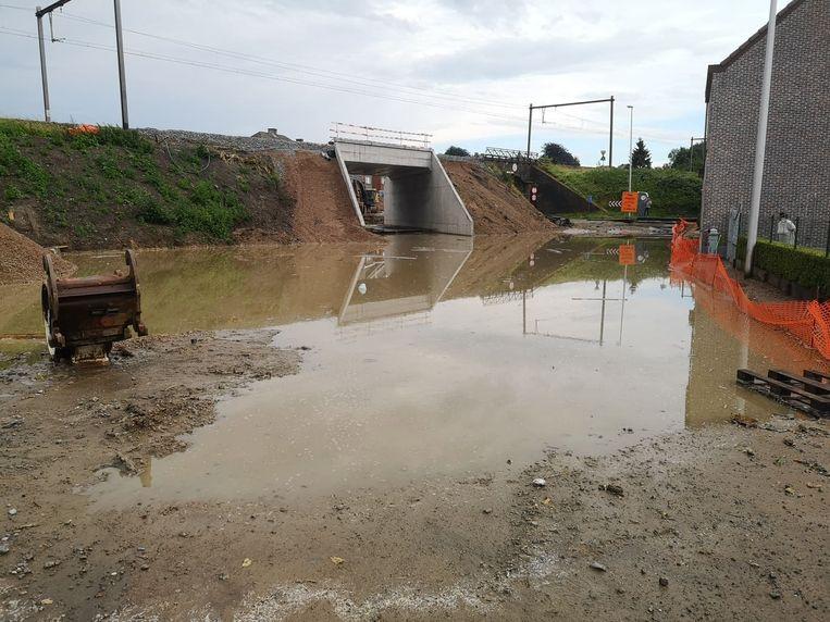 De bouwwerf liep aan de nieuwe spoorwegbrug liep helemaal onder.
