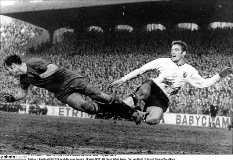 De nationale ploeg kwalificeert zich voor het WK 1970 na een 2-1-zege tegen Spanje. Johan Devrindt is de held met twee doelpunten.