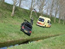 Auto raakt van weg op N36 bij Almelo