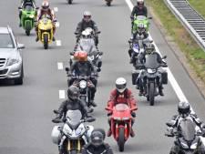 Zes motorrijders moeten rijbewijs inleveren  voor hard scheuren tijdens uittocht TT Assen