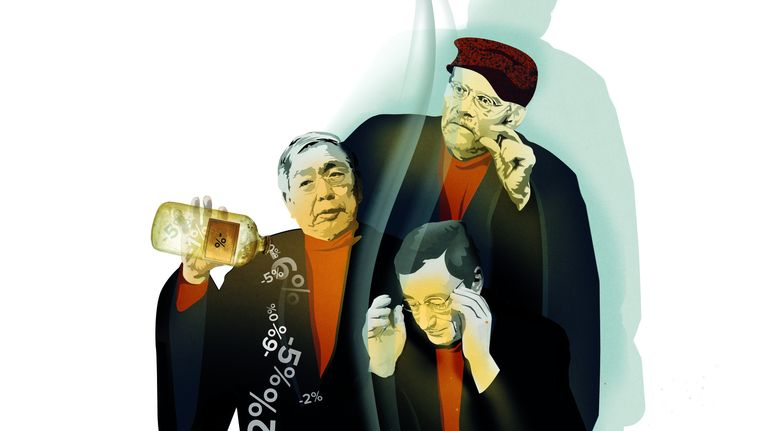 Van boven af: de bankpresidenten Stefan Ingves (Zweden), Haruhiko Kuroda (Japan) en Mario Draghi (ECB). Beeld Censuur