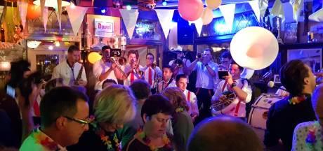 'Haauwt oe eige nie in' motto carnaval Kuussegat