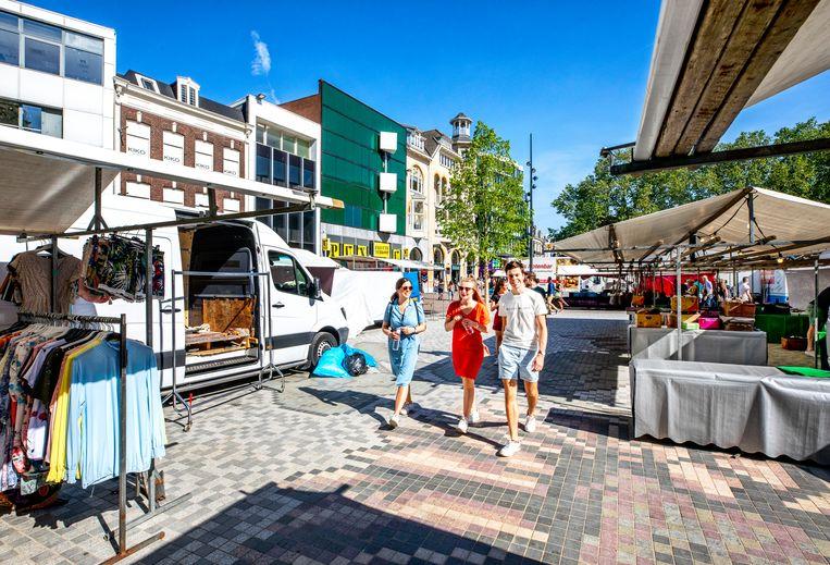 Markt op Het Vredenburg in Utrecht. Beeld Raymond Rutting / de Volkskrant