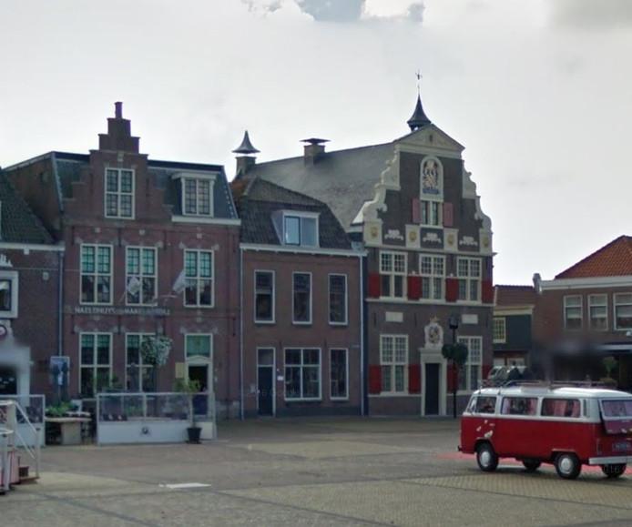 Het Wilhelminaplein in Naaldwijk. Links het pand waar een bed and breakfast komt