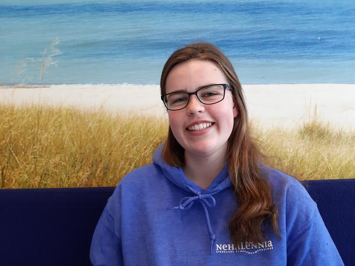 """Jasmijn Walraven (16) uit Oost-Souburg: ,,Biologie is een van mijn slechtere vakken, maar ik denk dat het wel goed komt."""""""