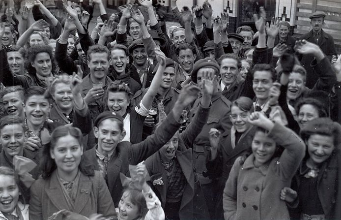 Bevolking van Boxtel op de markt na de bevrijding in oktober 1944.