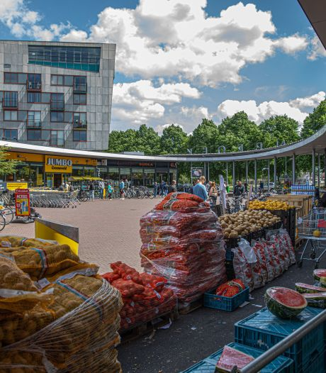 Facelift Zwols winkelcentrum Holtenbroek brengt hopelijk meer sfeer: 'Plein met stenen en fietsen'