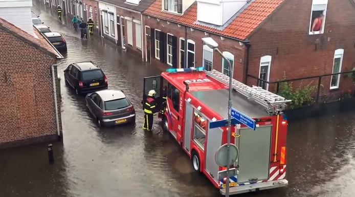 De Wilhelminastraat in Yerseke stond donderdagavond volledig onder water.