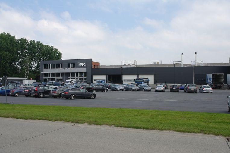 Zuivelbedrijf Inex organiseert een parkingverkoop van schoolmelk.