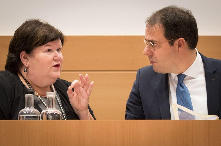 Minister van Volksgezondheid Maggie De Block (Open Vld) en haar collega van Begroting David Clarinval (MR) legden de Kamerleden vanmiddag een aantal vragen voor waarop ze een antwoord zullen moeten vinden.