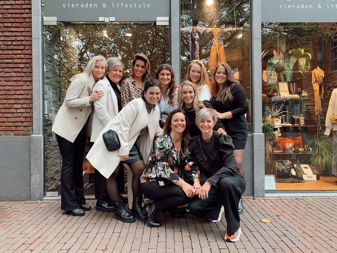 Personeel van Iets Anders heeft vandaag de winkel aan de Markt in Helmond toch weer opengedaan.