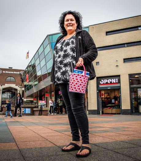 Martine (54) is werkloos, maar ook vrijwilliger: 'Dat zou iedereen moeten doen'