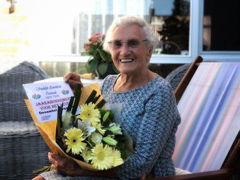 Jacqueline Decombel gaat op haar 90ste nog elke dag zwemmen.