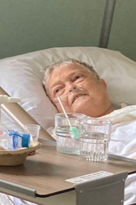Oma Dieni ligt op bloedhete kamer in hospice, kleinkinderen zamelen geld in voor airco