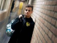 Joey van Hoof is vierdeklasser op het veld, maar binnenkort misschien wel eredivisionist in de zaal