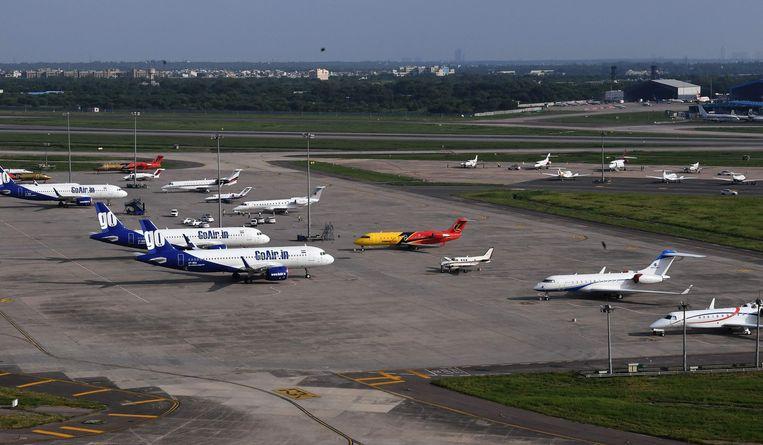 Vliegtuigen van GoAir op de internationale luchthaven Indira Gandhi in Nieuw Delhi.