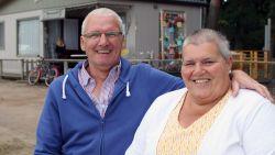 """Albert en Marina leerden elkaar als kind kennen op de camping. Na 56 jaar zijn ze getrouwd en wonen ze er de helft van het jaar: """"Waar het goed is, blijf je plakken"""""""