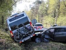 Camper ramt auto bij Lemele, geen gewonden