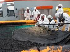 Franse en Spaanse schepen gaan olievlek Golf van Biskaje te lijf