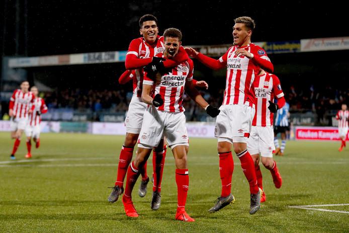 Justin Lonwijk maakt de 1-2 voor Jong PSV.