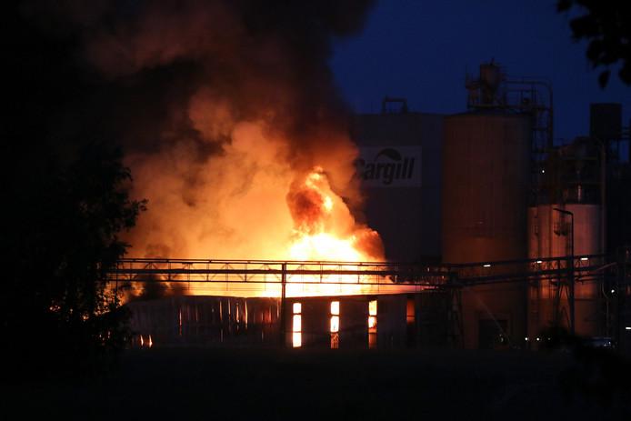 Brand bij Cargill waar onder meer de brandweer van Sas van Gent in actie moest komen, archieffoto 2014.