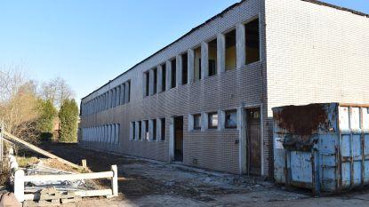 Afbraak oude schoolsite gestart: nieuw woonproject in de steigers