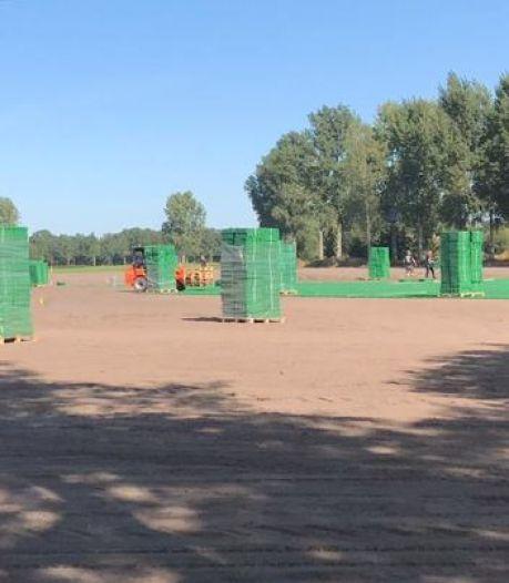 Paaspops oplossing tegen modderige camping blijkt illegaal en moet weer worden weggehaald