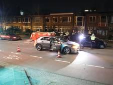 Auto achtergelaten midden op straat in Leidschendam
