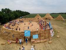 Russische boer bouwt uit protest duur WK-stadion na van hooi